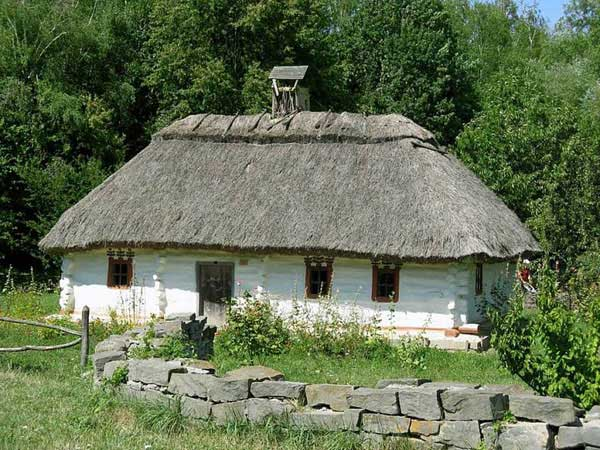 traditional Ukrainian hut
